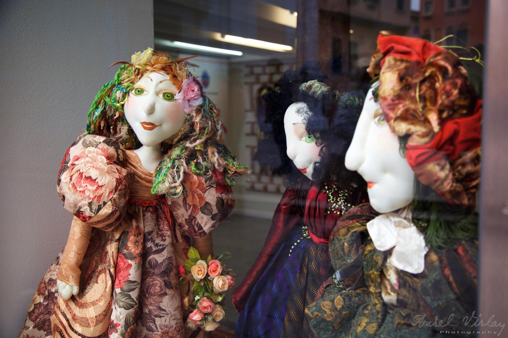 "Expozitia ""Mitologii Textile"" itinerată la Veneția"